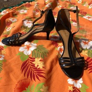 Nine West black kitten heel